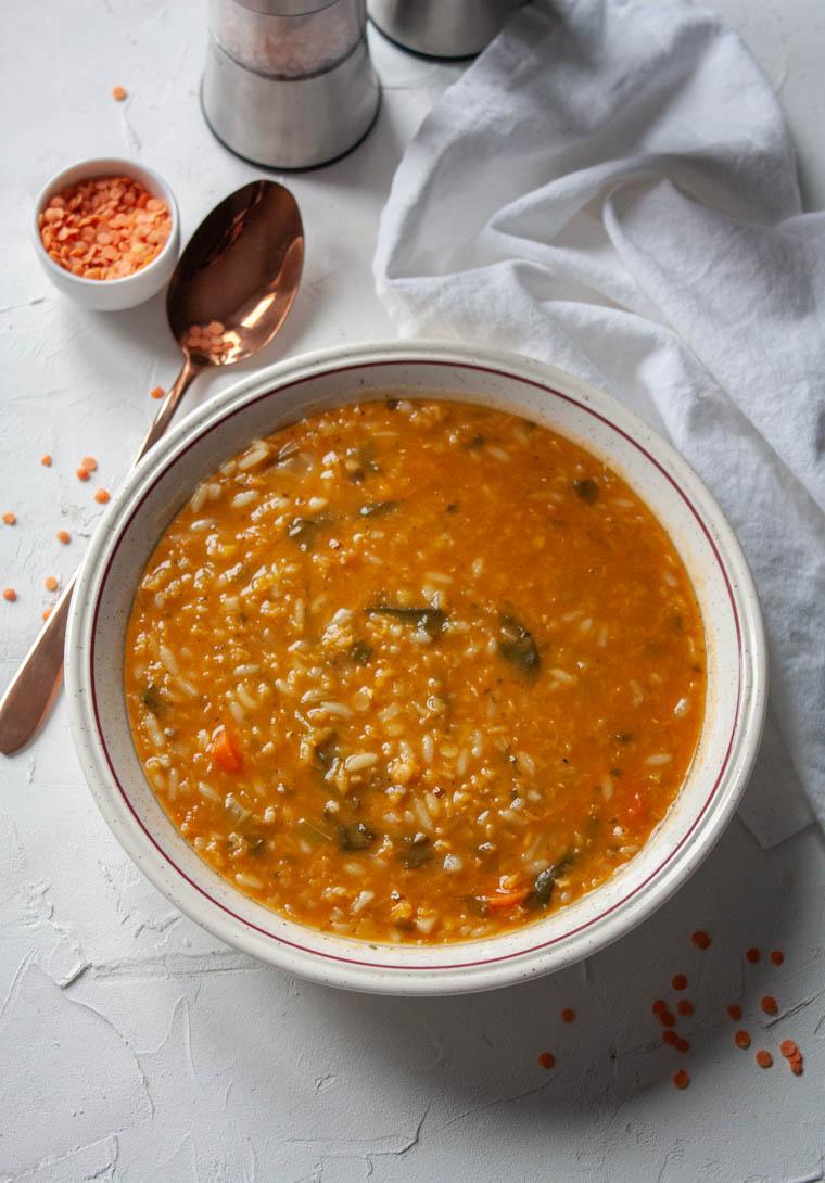 Zupa z soczewica i szpinakiem