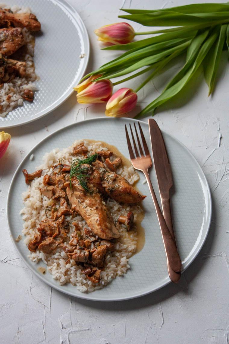 Pierś z kurczaka w sosie kurkowym z ryżem
