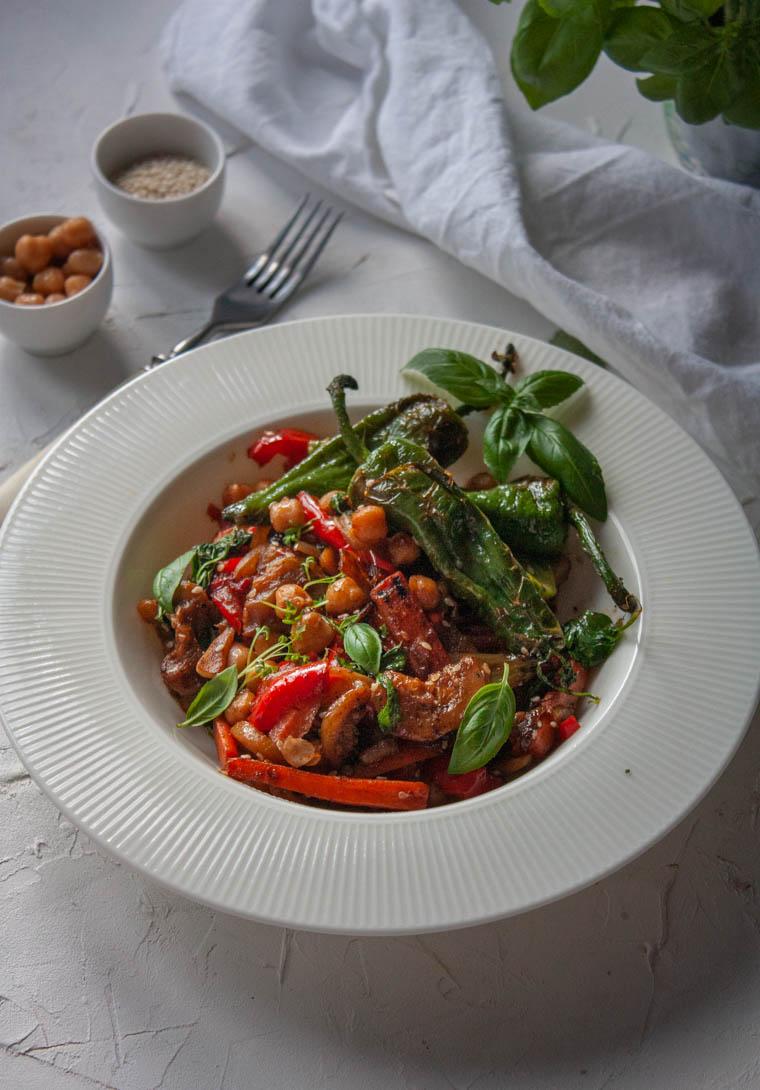 Warzywa w sosie pad thai