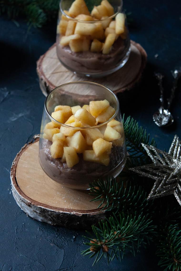 Budyń jaglany z prażonym jabłkiem i czekolada