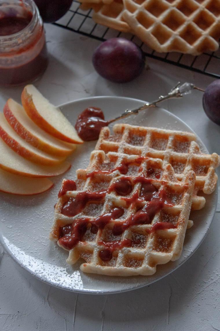Gofry z jabłkiem