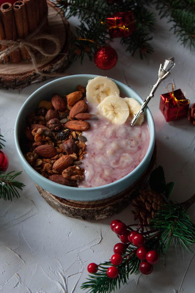 Granola z jogurtem owocowym