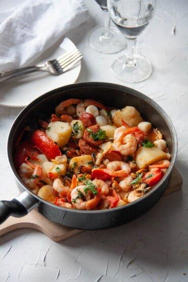 owoce morza z chorizo i ziemniakami